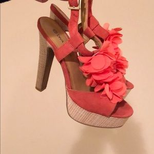 Platform heels in orange/peach straw sides
